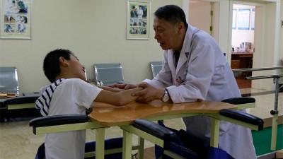 昆明军海医院微笑服务,用心感动每一位患者